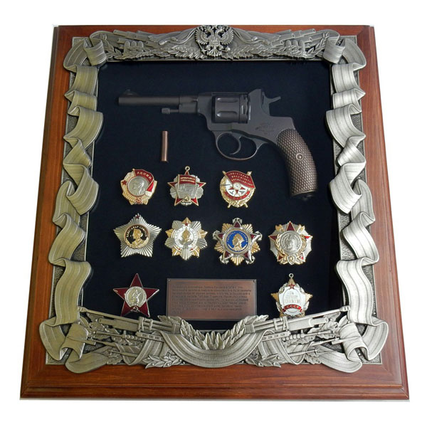 16-284 Панно Наган с наградами СССР 440х400мм сигнальный револьвер блеф наган