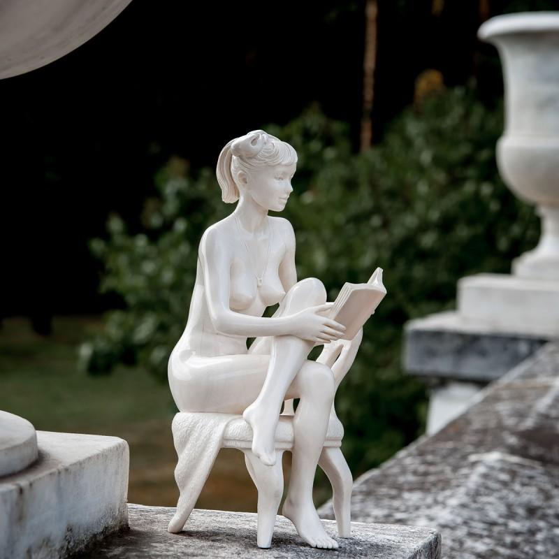 Скульптурная миниатюра Девушка с книгой оловянная миниатюра девушка воин фэнтези