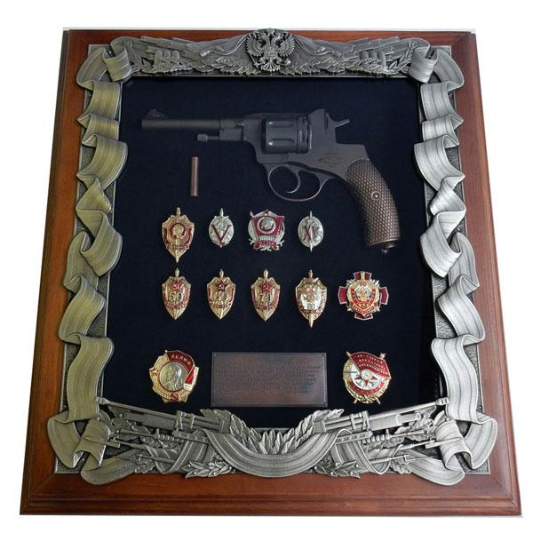 16-280 Панно Наган со знаками ФСБ сигнальный револьвер блеф наган